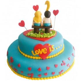 "Голубой двухъярусный свадебный торт ""Love is"" с фигурками"