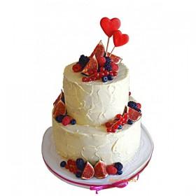 Двухъярусный кремовый свадебный торт с инжиром, красной смородиной, голубикой