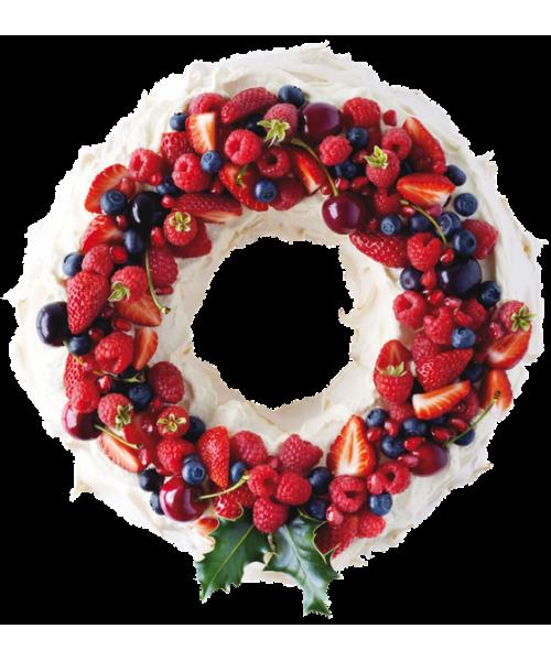 Торт на Новый Год в виде венка с ягодами