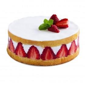 Торт праздничный с клубникой