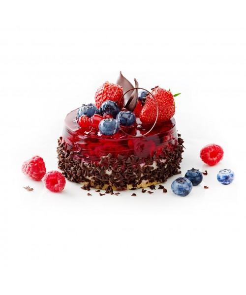 Торт праздничный украшенный клубникой и черникой