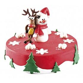Торт на Новый год из мастики красного цвета с фигуркой снеговика и оленя