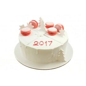 Белоснежный новогодний торт с макарунами