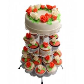 Свадебный торт с капкейками  украшением служат цветы из крема в морковном цвете