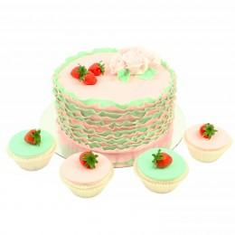 Свадебный торт в один ярус с капкейками украшенными клубникой