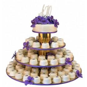 Одноярусный свадебный торт с капкейками, украшенный сиреневыми цветами,и иницилами жениха с невестой